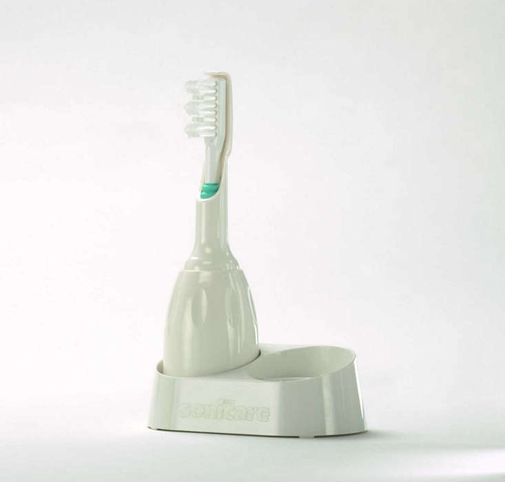 Cleans with an ultrahigh-speed motion