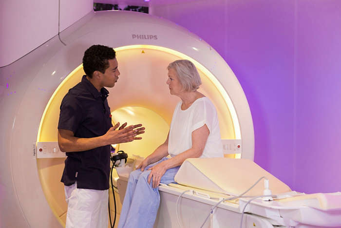 MRI laborant ease patient anxiety