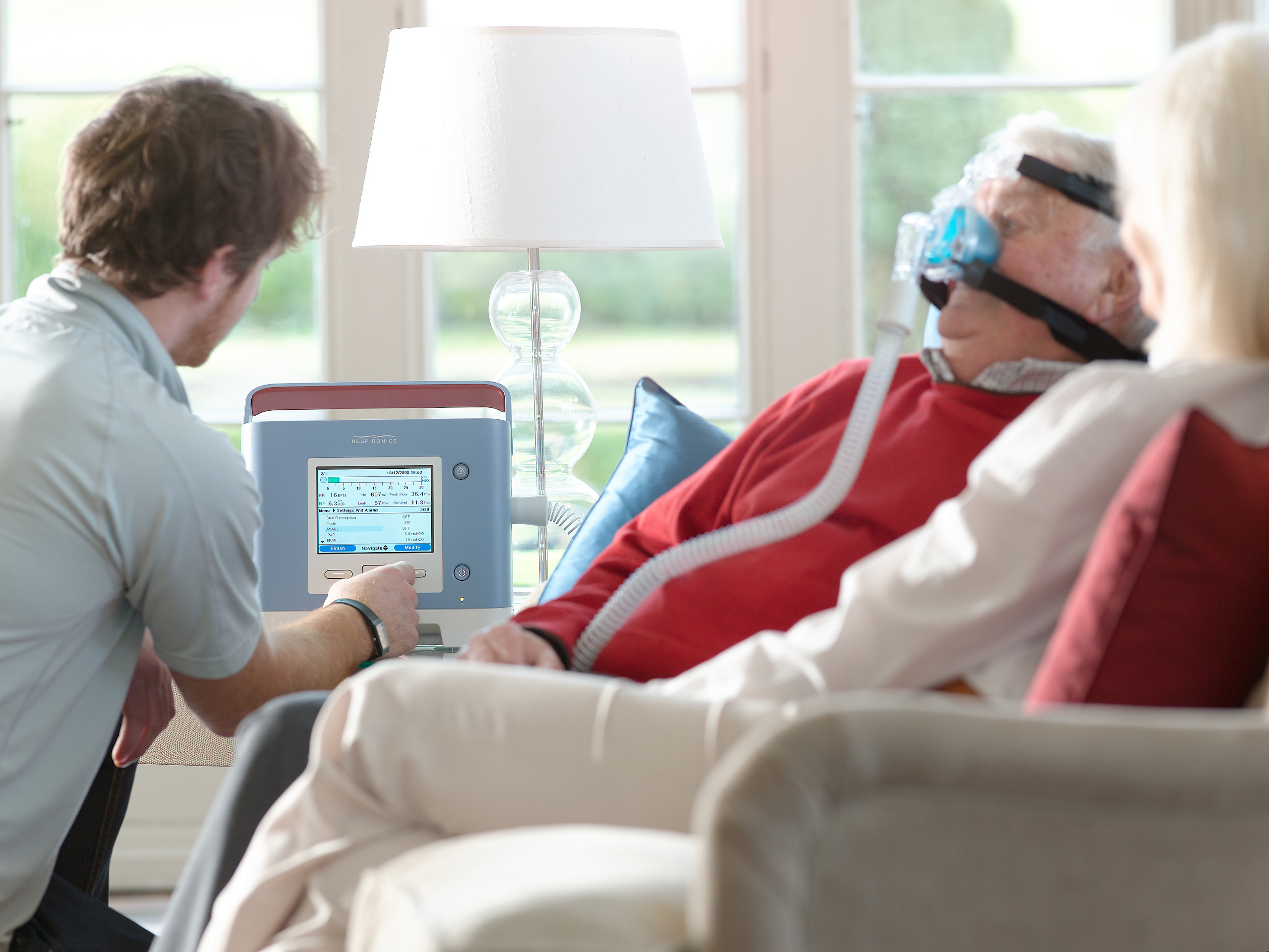 Philips Trilogy ventilator with COPD patient at home - Media library |  Philips