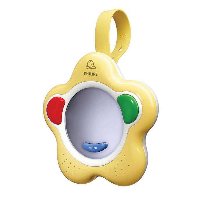 Zachęca dziecko do wypowiadania pierwszych dźwięków i słów