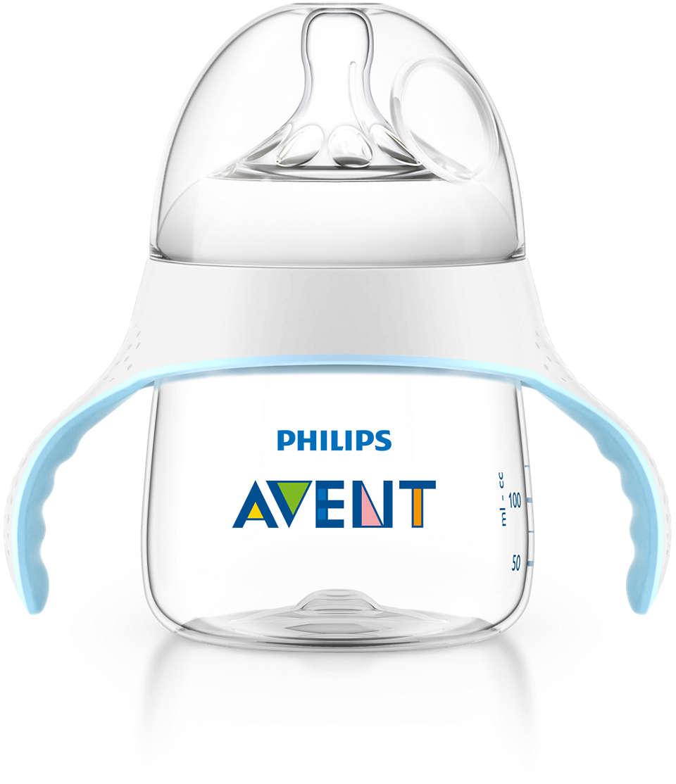 Aidez votre bébé à passer du biberon à la tasse
