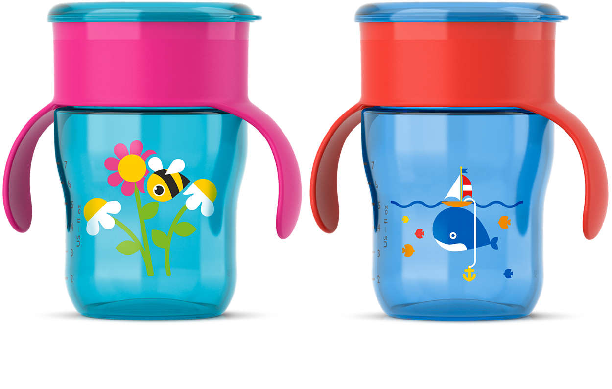 Ajuda com a transição para crescer usando o copo infantil