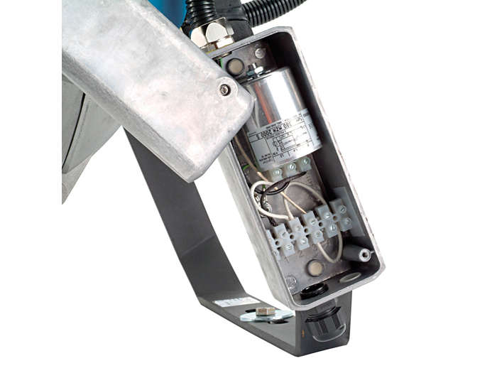 Boîtier de connexion électrique équipé d'un amorceur série, version ferromagnétique