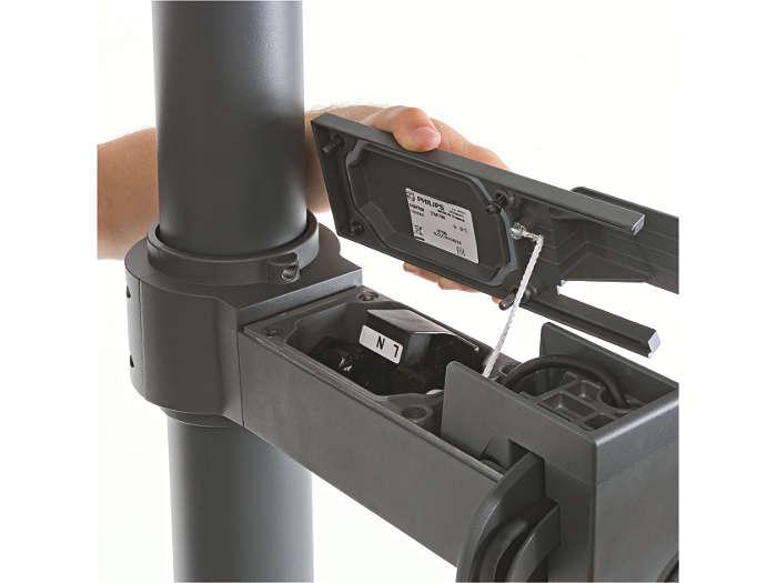 Il blocco di collegamento a pressione si trova nella staffa