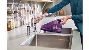 Velká vyjímatelná nádržka na vodu pro snadné doplňování vody