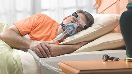 Abgewinkelte Ausatemventile leiten die Luft in einer vom Bettpartner abgewandten Richtung ab