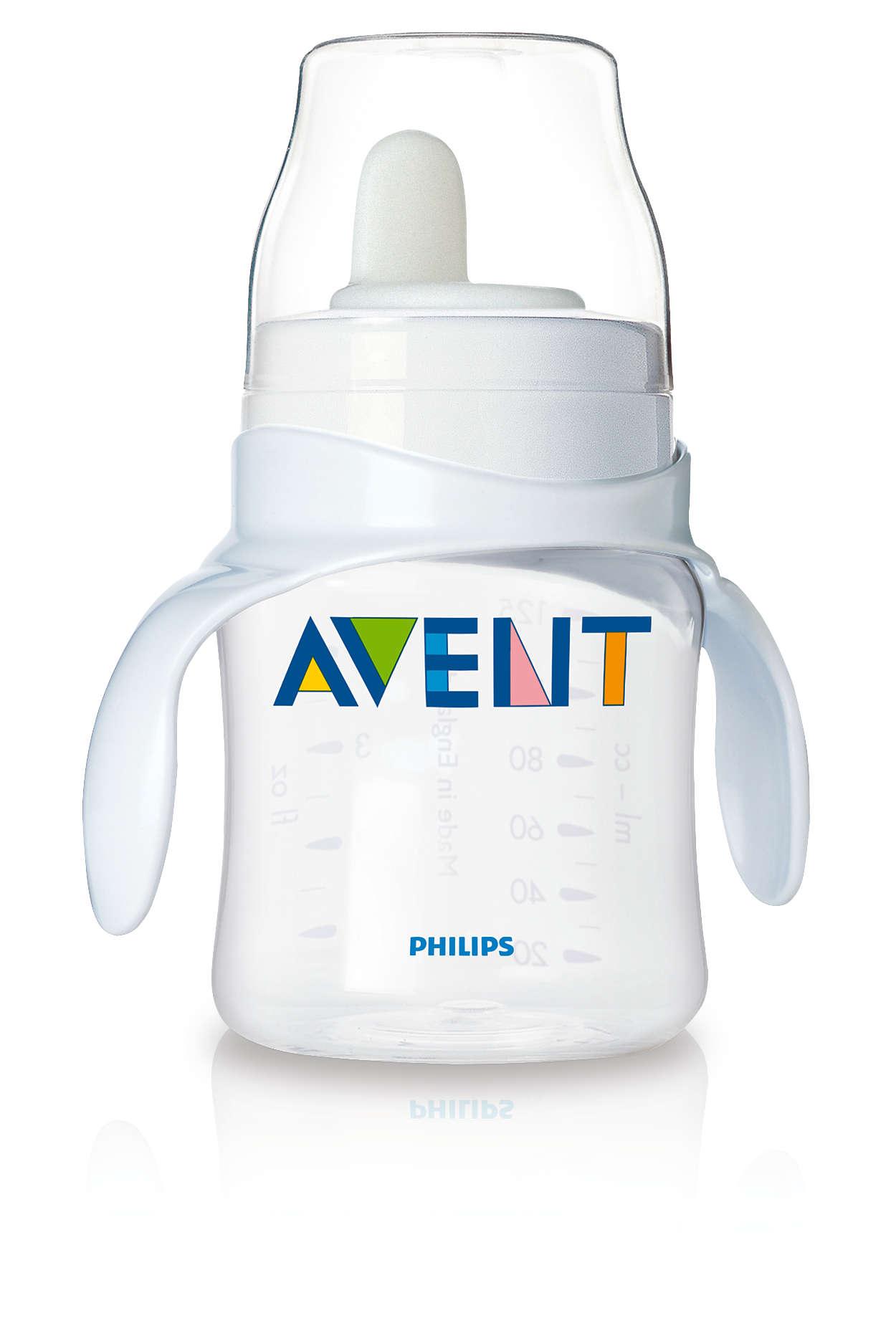 Bước đầu tiên sử dụng ly cho bé